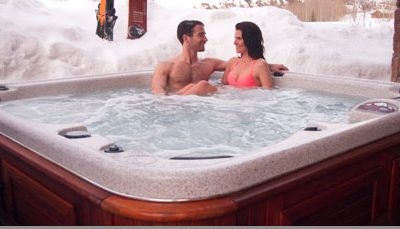 hottub couple e1586872078140